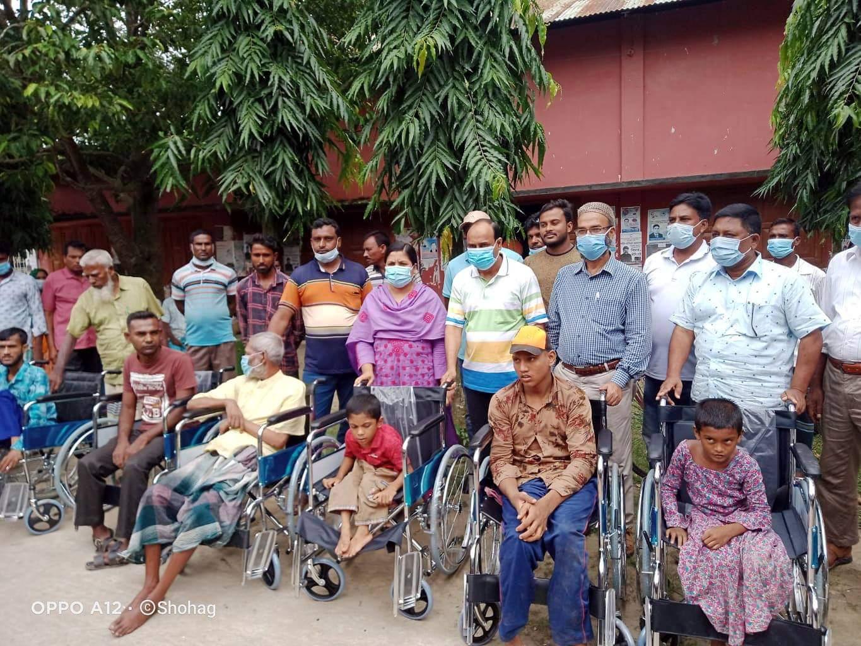 দৌলতপুরে ১৮জন প্রতিবন্ধীদের মাঝে হুইল চেয়ার বিতরণ